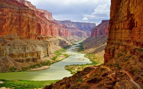 Grand Canyon of the Colorado River in Arizona. [From Intinarist.com]